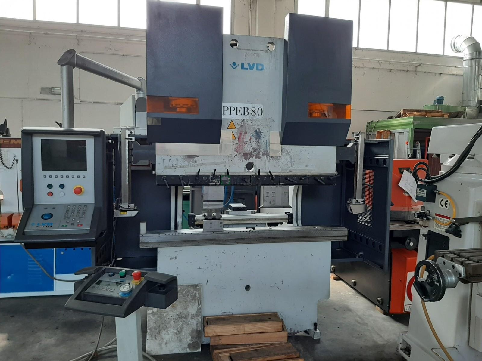 /en/lvd-ppeb-80-1500-x-80t-6-axis-press-brake-2001-detail